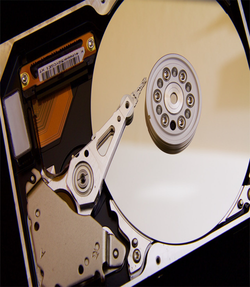What is the difference between HDD and SSD?